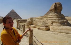 cht_liesbethpankaja_pyramid_sphinx_giza
