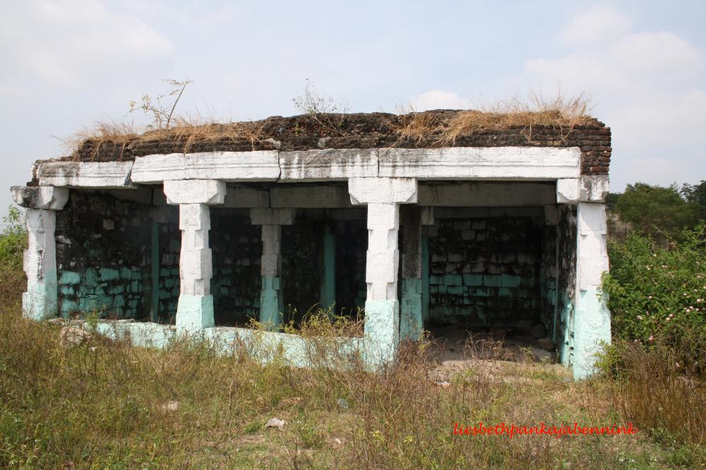 Eclipse pavilion on the Villupuram-Gingee road, near Sittampoodi